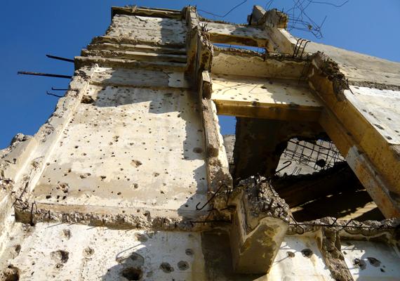 A természeti szépségeiről és pezsgő éjszakai életéről híres Libanon számos része nagyon veszélyesnek számít: ilyen a Litani-folyó környéke, Bejrút külvárosa, a Bekaa-völgy és Tripoli, ahol rendszeresek a zavargások és a terroristatámadások.