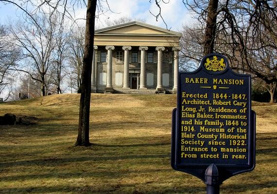 Az Altoonában, Penssylvaniában található Baker-kúriát 1844 és 1848 között építették fel. A háromszintes, 28 szobás épületben, mely egykor az igen jómódú Elias Bakeré és családjáé volt, ma a Blair Megyei Történelmi Társaság működtet múzeumot.
