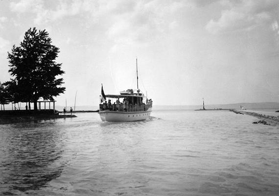 Hajó a siófoki mólónál 1936-ban.