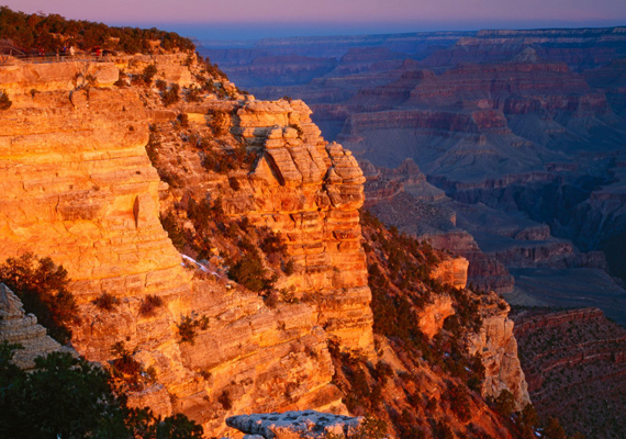 Az amerikaiak büszkesége, a Grand-kanyon egyedi látványosság. Kattints ide a nagy felbontású képért!