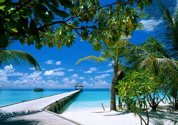 A Maldív-szigetek, bár süllyed, máig az egyik legnépszerűbb egzotikus úti cél. Kattints ide a nagy felbontású képért!