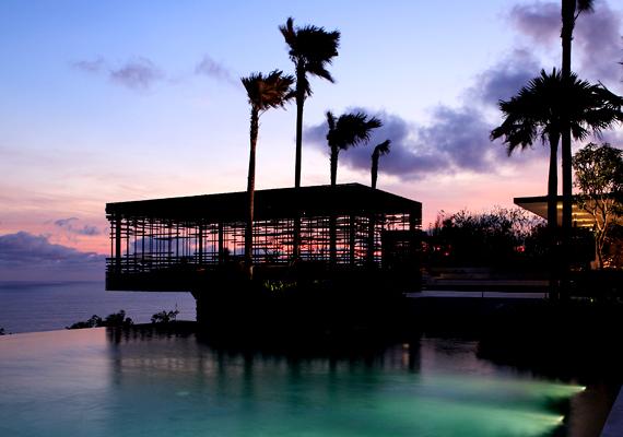 A 60 villából álló, Balin található Alila Villas Uluwatu a csúcsminőségű fenntartható utazás jelképe, egyúttal meseszép luxus öko-üdülőhely.