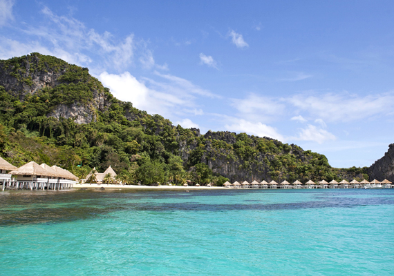 A fülöp-szigeteki Apulit Island Resort egy gyönyörű öböl partján elterülve várja azokat, akik a Palawan-sziget Tay Tay részére, a környezetvédelemi erőfeszítéseiről is ismert helyre szeretnének látogatni.
