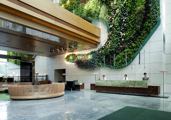 A Hong Kong-i Hotel Icon több szempontból is egyedülálló. A legszembetűnőbb öko-tulajdonsága az önfenntartó függőleges kert, melynek célja, hogy elnyelje a szén-dioxidot.