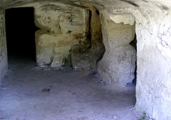 Több tucat család élhetett egykor Cserépfalu barlanglakásaiban.