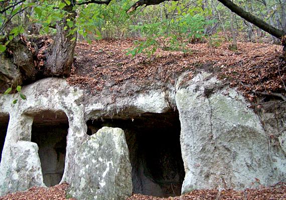 Barlanglakás a bükkaljai Kácson.