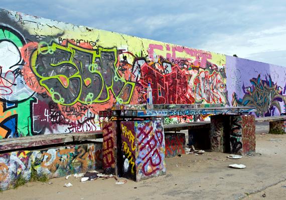A falról - Berliner Mauer - elnevezett Mauerpark Berlinben.