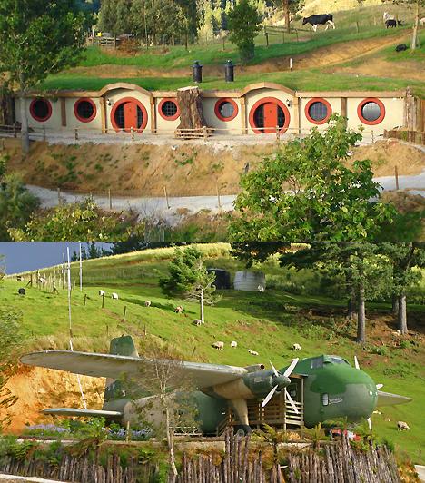 Woodlyn Park Motels, Új-ZélandAz új-zélandi Waitomóban található motelkomplexum három egyedülálló szálláslehetőséget kínál: az utazó alhat egy 1950-es évekbeli vasúti kocsiban, egy egykori harci repülő átalakított belsejében, de választhatja a hegyoldalba vájt autentikus hobbitlakok egyikét is. A hely rusztikus voltát a közelben legelésző állatok csak tovább erősítik.