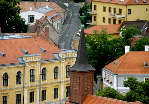 Veszprém szintén előkelő helyen szerepel ilyen szempontból, így valószínű, hogy turistaként is nagyobb biztonságban leszel, ha ide látogatsz.