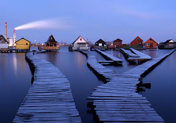 Bokod főként lebegő faluként vált ismertté a világban, holott a tóra épült házak nem jelentik magát a települést. Bár tény, hogy a látvány olyan, mintha egy egész falucska úszna a vízen.