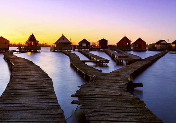Nemcsak a turisták körében népszerűek, de a fotósok számára is hálás témát jelentenek a vízre épült házak.