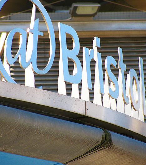 Bristolban található a világ egyik leghíresebb tudományos centruma, az @ Bristol. Aki a Csodák Palotáját izgalmasnak találja, azt a bristoli centrum teljesen magával ragadja majd.