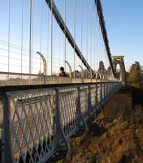 Clifton kertvárosától néhány száz méterre található Bristol egyik legnagyobb büszkesége, a Bristol Suspension Bridge - a bristoli függőhíd.