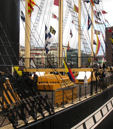 A híres angol mérnök, Brunel tervezte, első vasból készült utasszállító gőzhajót, az SS Great Britain-t - mely Bristolból indult első útjára 1864-ben - 1970-ben vontatták vissza Bristol kikötőjébe. Ma múzeumként működik.