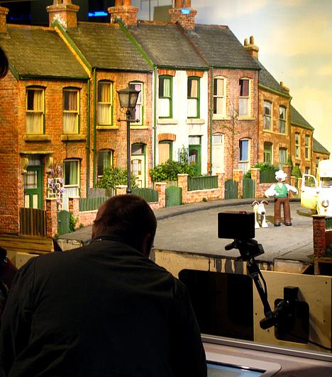 Az Angliában nagy népszerűségnek örvendő mesefilm, a Wallace&Gromit Bristol szülötte. Az Oscar-díjjal is kitüntetett gyurmafigurák alkotóinak két tagja, Peter Lord és David Sproxton 1976 óta él és dolgozik a városban. Többek között e két figurával is készíthetnek mesefilmet a gyereket a centrumban.