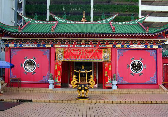 Az iszlám Brunei hivatalos vallása. A képen Brunei egyik templomát, a Bangunan Gurut láthatod.