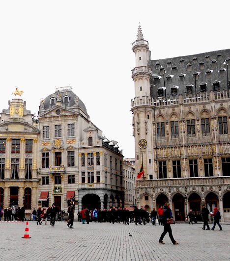 FőtérA Grand-Place a város főtere, ahol többek között a városháza épülete is található, melyet a céhek épületei vesznek körbe, mint például a Broodhuis, a kenyérsütők céhének épülete, ami ma a városi múzeum.