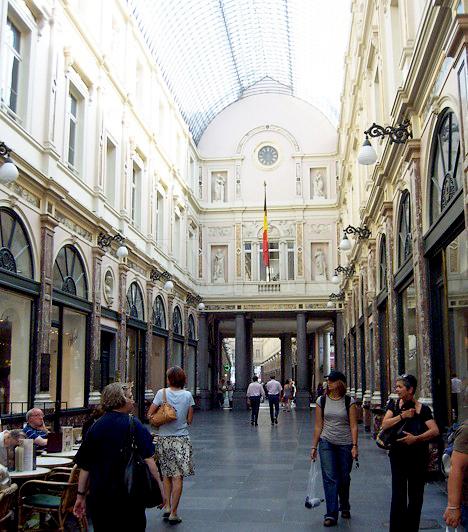 Saint-HubertAz 1847-ben épült Saint-Hubert egy árkádos bevásárlóközpont üvegborítású tetővel. Rengeteg luxus csokoládébolt található benne. Áthaladva az épületen a Rue des Bouchers, azaz a hentesek utcájába juthatsz, ahol a legtöbb étterem található.