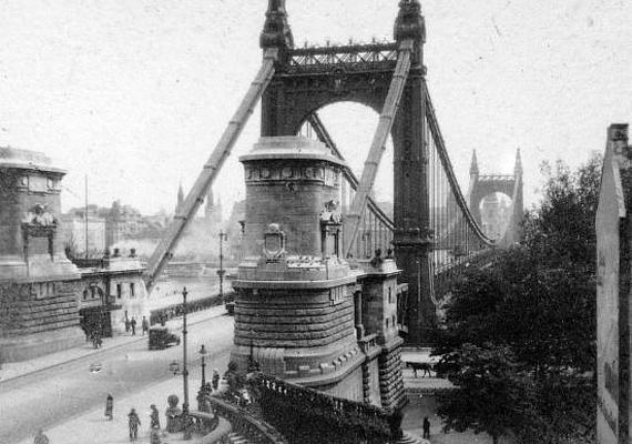 Így festett az 1920-as évek környékén az Erzsébet-híd budai hídfője.