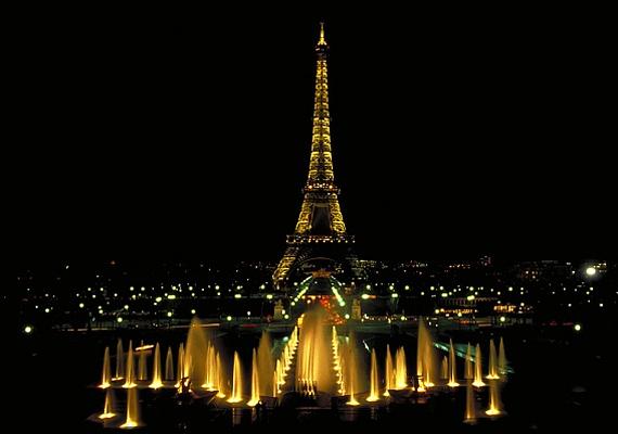 Párizs a fények városa. Az Eiffel-torony a város szíve, melynek szépsége és monumentális ereje éjszaka látszik igazán.