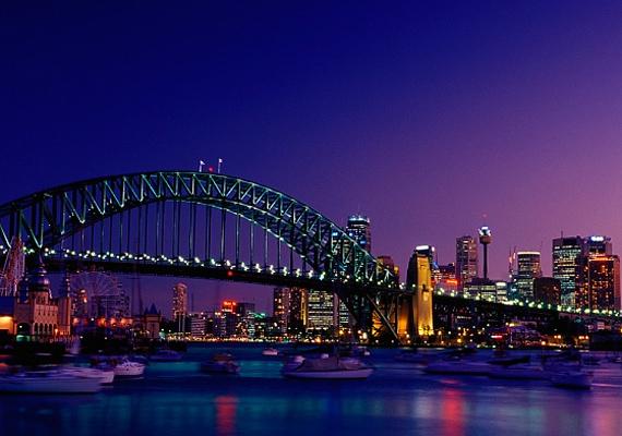Habár az ausztráliai Sydney kikötője estére elcsendesül, a százával világító ablakok jelzik, hogy a város korántsem ennyire nyugodt.