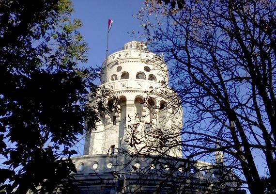 Az Erzsébet-kilátó Budapest legmagasabb pontján található. Építése idején, azaz 1900-as évek legelején ez volt Európa legmagasabb ilyen jellegű építménye.