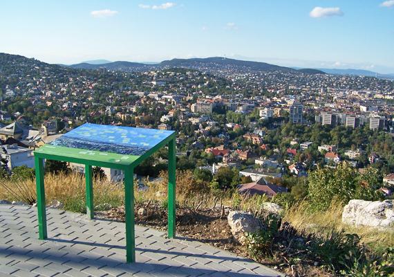 A Széchenyi-hegyről nemcsak gyönyörű panoráma nyílik a városra, de innen még a csillagok is tisztábban láthatóak, nem véletlenül áll itt az MTA Konkoly Thege Miklós Csillagászati Kutatóintézete.