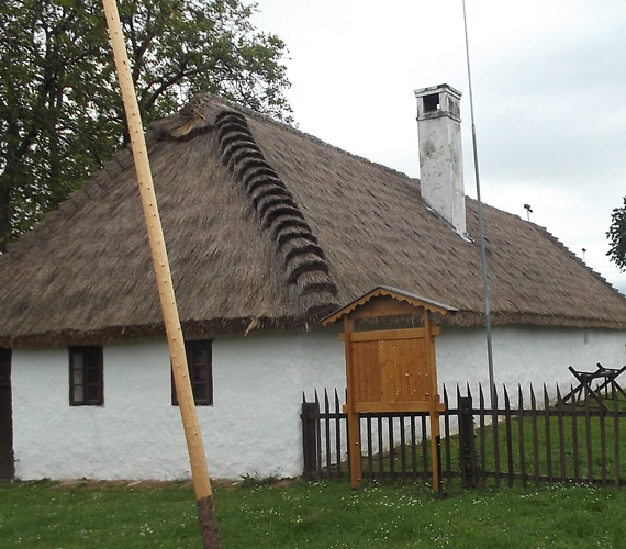 A büki Koczán-tájház múzeumként is működik, a belső helyiségekben a környék lakói által átadott régi használati eszközöket, edényeket, ruházatokat és más tárgyakat állították ki.