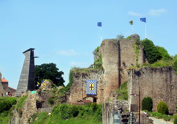 Íme, a kastély, melyben a gyerekgyilkos élt. A Chateau de Machecoul, vagyis Machecoul kastélya Franciaország északnyugati részén található.