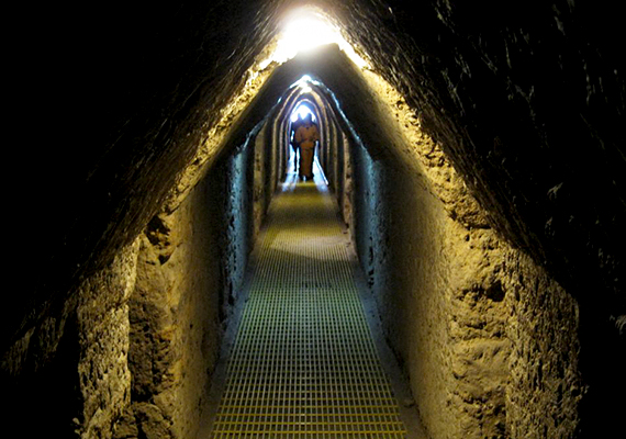 Felejthetetlen élmény lehet a világ egyik leghatalmasabb, ősi piramisának belsejébe lépni.