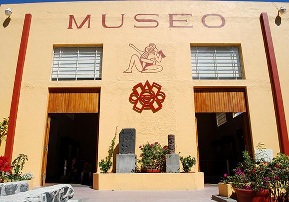 Annak ellenére, hogy jelentős része feltáratlan, a piramis turisztikai vonzerejét igyekeznek minél inkább kihasználni, a látogatók az alagútrendszert is megnézhetik, emellett egy kisebb múzeumot is létrehoztak a helyszínen.