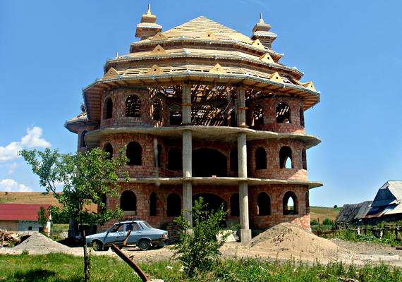 Újabb palota épül.