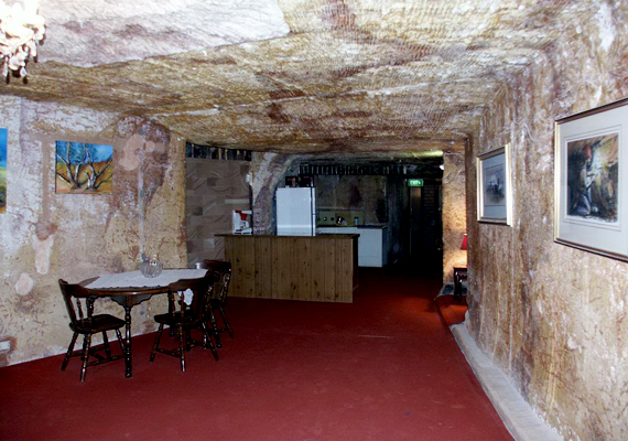 Kiállítás a föld alatt.