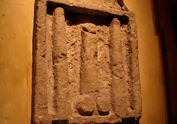 Pompejben egykor számos erotikus, szexuális tárgyú régészeti leletet találtak, a városban népszerűek voltak a bordélyházak is.
