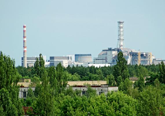 Az 1986. április 26-án bekövetkezett katasztrófa közvetlen oka a 4-es reaktor kigyulladása volt egy gőzrobbanás következtében. Ezt robbanások sorozata követte.