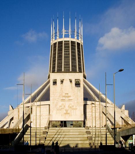 Metropolitan-katedrálisA liverpooli római katolikus templomot az angol Frederick Gibberd tervezte, miután megnyerte az erre kiírt, világszinten zajló pályázatot. A katedrálist 1962-ben kezdték megépíteni, a teljes kivitelezés öt évbe került.Kapcsolódó cikk:Szörnyépületek a világból - Építészeti rémálmok »