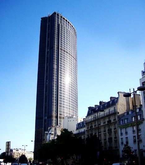Montparnasse-torony  A párizsi Montparnasse-tornyot a helyiek legalább úgy gyűlölik, mint építése idején az Eiffel-tornyot. A 210 méter magas épület Franciaország legmagasabb felhőkarcolója.  Kapcsolódó cikk: Felháborító, hogy megépítették őket »