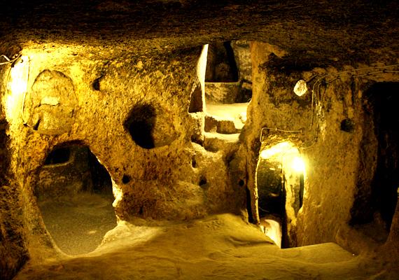A törökországi Kappadókia területe számos, egymással sokszor kapcsolatban álló, föld alatti várost rejt. Derinkuyu az egyik legkiterjedtebb.