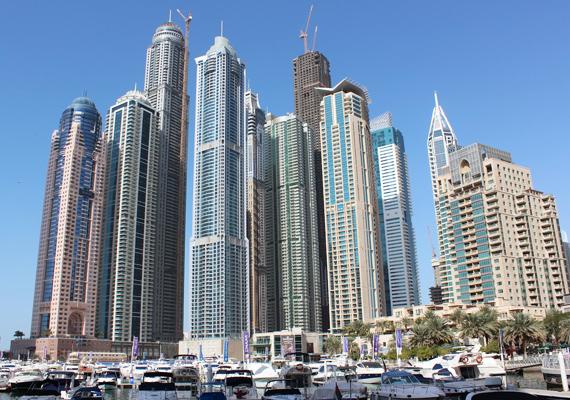 A Marina városrész a maga nemében az itthoni Rózsadombhoz hasonlítható, bár ez igencsak szerény példa. A luxuskörnyezetben álló apartmanok kifejezetten a gazdagok számára épültek, ahonnan még a jachtjaikra is rálátnak.