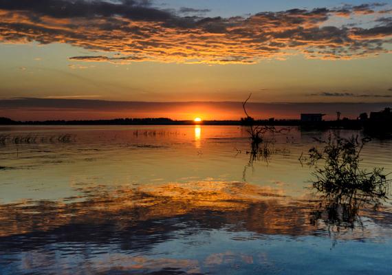 A Duna torkolata is a legvarázslatosabb helyek közé tartozik: a Duna-delta 3446 négyzetkilométeren terül el Romániában, ezzel Európa második legnagyobb deltatorkolata. Több mint 1200 növény-, háromszáz madárfaj és 45 édesvízi hal őshonos itt, nem véletlen hát, hogy a terület nagy része védett.