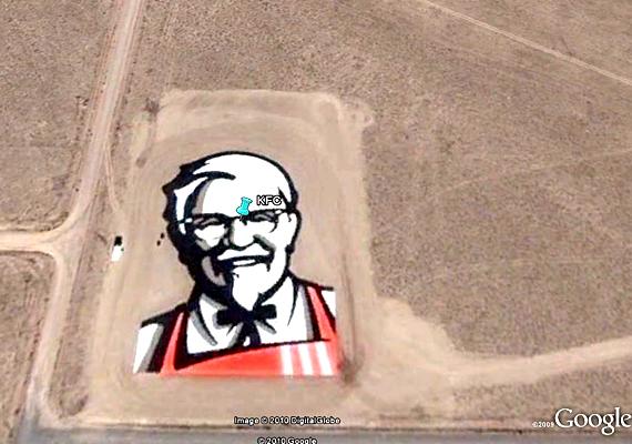 A nevadai sivatagban azért készítették el a Kentucky Fried Chicken hatalmas logóját, hogy az első olyan embléma legyen, mely látszik az űrből is.