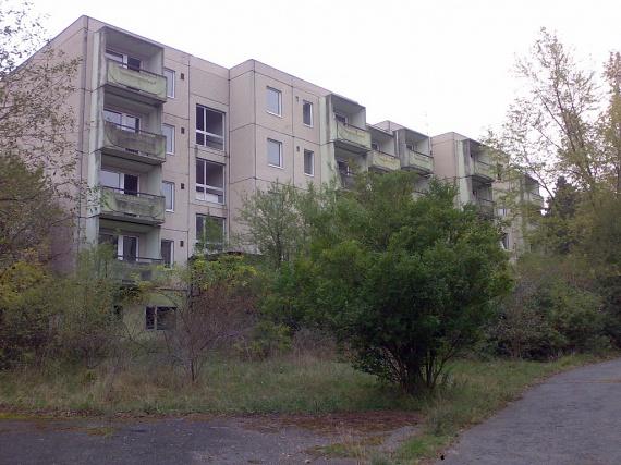 A Dél-Bakonyban, Nagyvázsony közelében a '60-as években épült szovjet laktanyát nevezték Kis-Moszkvának, ahol a katonák családjaikkal együtt éltek. Az elszigeteltség szinte teljes volt: a panelházakon túl többek között iskolát, éttermet, mozit és uszodát is építettek nekik.