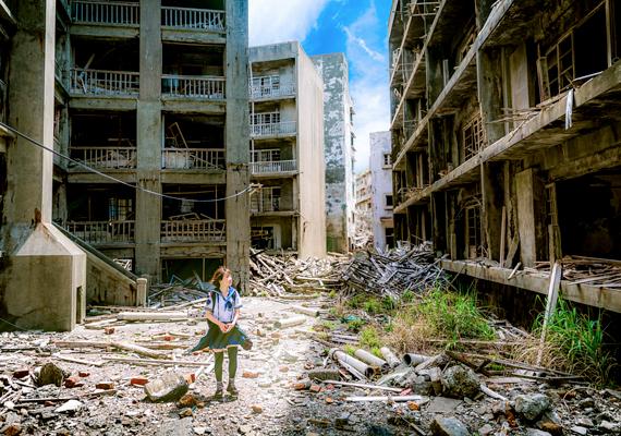 A japán Hashima hatalmas betonrengetegét egykor bányászok és családjaik számára építették fel. A mára lakatlanná vált szigeten emberhez nem méltó körülmények között éltek a dolgozók, sokan munkatábort emlegetnek a hely kapcsán. 2009 óta egy részét turisták is látogathatják. Kattints ide, és tudj meg róla többet!