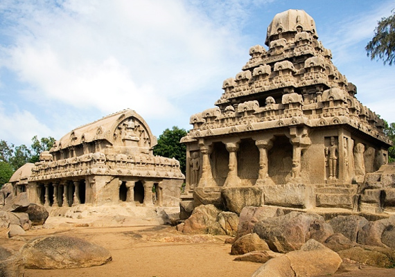Az indiai Mahabalipuram a 2004-es cunami idején került felszínre, így, mivel ebből a szempontból nem örökre nyelte el a víz, bizonyos megközelítésből kakukktojás listánkban - bár tény, hogy maga a város elsüllyedt és elpusztult. A hét pagoda elveszett városa régi fényéből valamit megőrizve emelkedett ki a habokból, vannak épületei, melyek míves díszítését nem kezdte ki a víz. Kattints ide, és tudj meg többet!