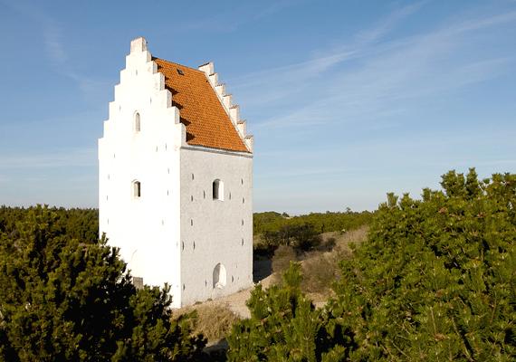 A dániai Skagen templomát, melyet ma Tilsandede Kirkének is neveznek - homok által eltemetett templomot jelent -, 1975-ben zárták be végleg.