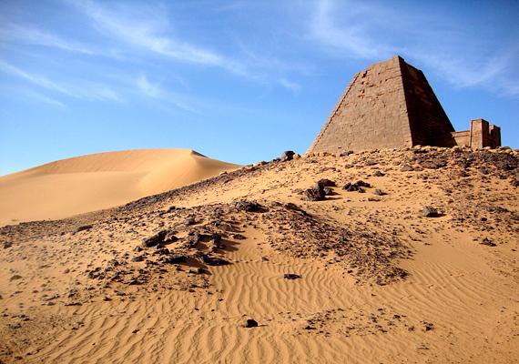 A szudáni, meroéi piramisok 2300 évvel ezelőtt épültek. A terület fontos régészeti lelőhely, nagy része azonban még mindig a homok alatt rejtőzik.