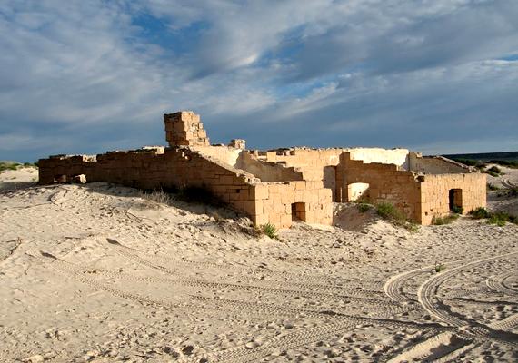 Az ausztráliai Eucla nevű település nem túl nagy, ugyanakkor nagy kedvence a turistáknak, köszönhetően a régi, eltemetett távíróállomásnak.