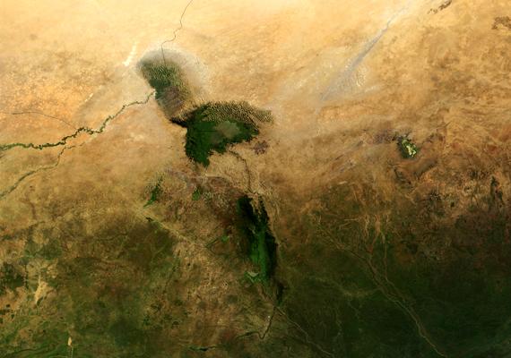 Az afrikai Csád-tó helyzete is hasonló. Egykor a világ hatodik legnagyobb tava volt, mára azonban 5%-ára zsugorodott.