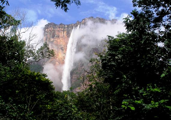 Venezuelában 2011 első tíz hónapjában több mint ezer embert raboltak el váltságdíjért. A képen a híres Angel-vízesés látható.