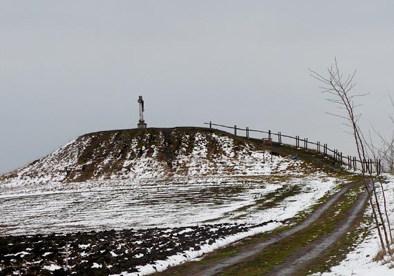 A fegyverneki Kálvária-dombon összpontosuló energiák áramlásának intenzitását szakértők állapították meg, ennek köszönhetően a hely bekerült az ország leghíresebb gyógyító dombjainak sorába. Ide kattintva olvashatsz róla bővebben.